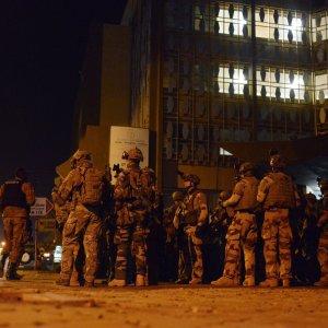 Burkina Faso, molti stranieri tra vittime assalti a hotel. Due australiani rapiti