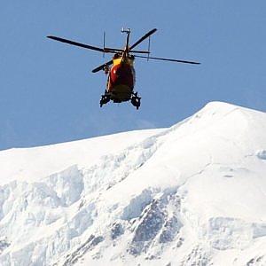 Montagna, cade in pista: muore sciatrice di 29 anni. Valanga in Svizzera, morti due freerider