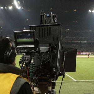 """L'Antitrust contro Mediaset e Sky: """"Con l'aiuto della Lega si spartivano il calcio in tv"""""""