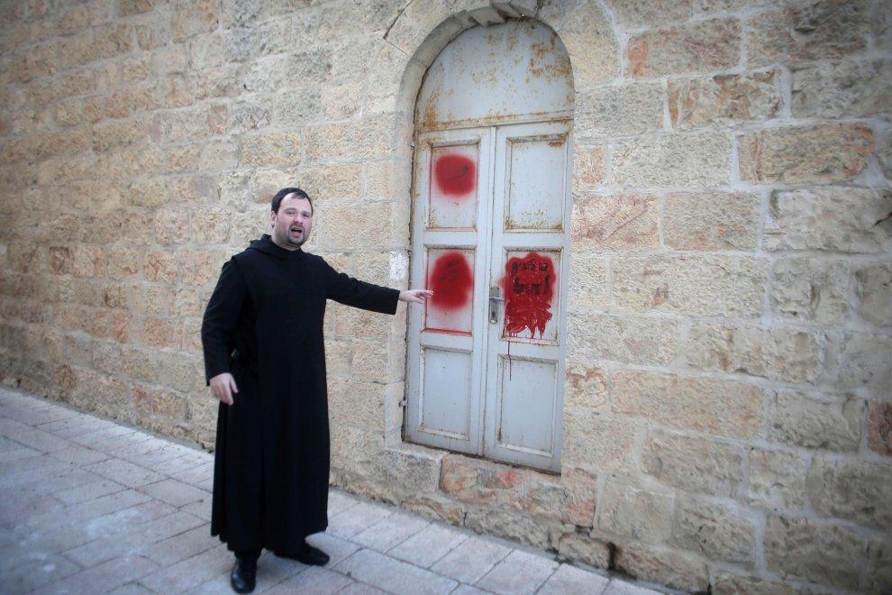 Gerusalemme, imbrattato ingresso chiesa della Dormizione