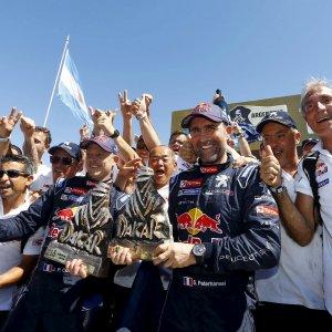 Peugeot domina alla Dakar, è la quinta volta