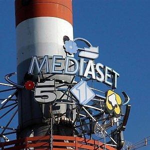 "Mediaset cita Sky per danni: ""Paghi per aver trasmesso i nostri canali"""