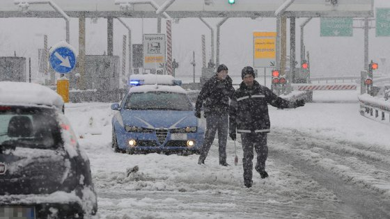 Maltempo, bufere di neve sull'Adriatico: molte scuole chiuse da Pescara al Barese