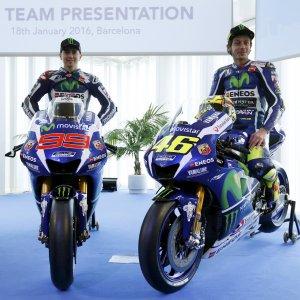 MotoGp, stretta di mano Rossi-Lorenzo. Valentino: ''Io l'ho sempre rispettato, lui...''