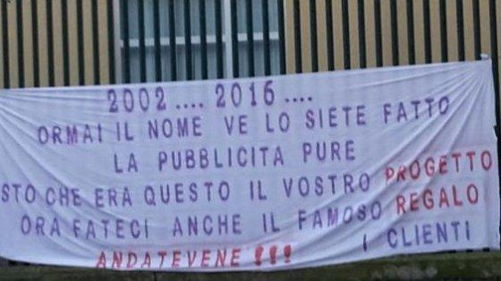 """Fiorentina, i tifosi attaccano i Della Valle: """"Fateci un regalo, andatevene"""""""