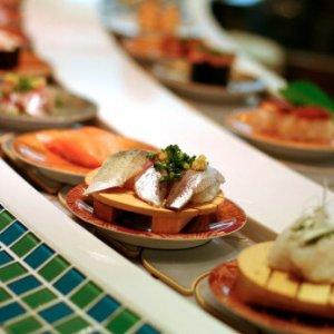 Ristoranti giapponesi nel mondo, arriva il 'bollino blu' per gli chef