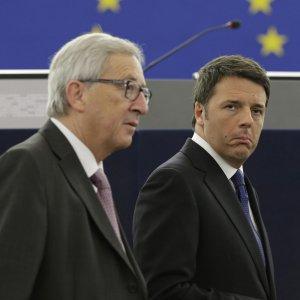 """Irritazione Juncker, fonti Ue: """"A Roma nessun interlocutore"""". Gentiloni risponde: """"C'è un governo"""""""