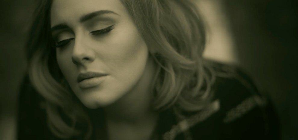 """Adele dei record: con """"Hello"""" è la più veloce a raggiungere il miliardo di visualizzazioni"""