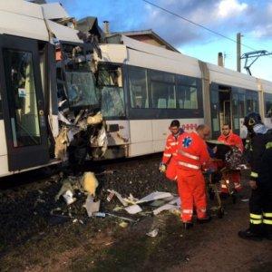 Cagliari, scontro fra treni della metro: 85 feriti, gravi un macchinista e una passeggera