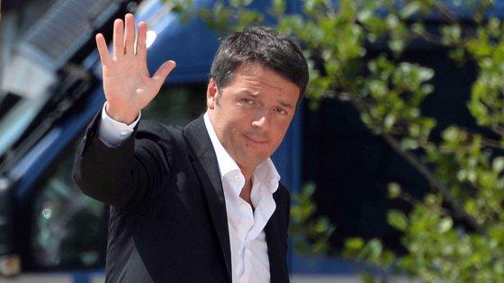 """Renzi ancora contro Juncker: """"Ci vogliono deboli"""". Weber (Ppe): """"Così Ue a rischio credibilità"""""""