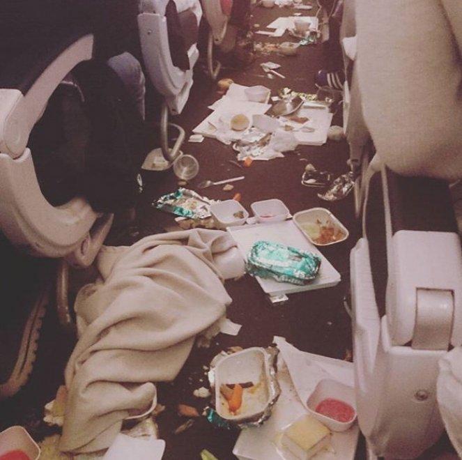 Nuova Zelanda, caos sull'aereo di linea: lo scatto dopo la turbolenza