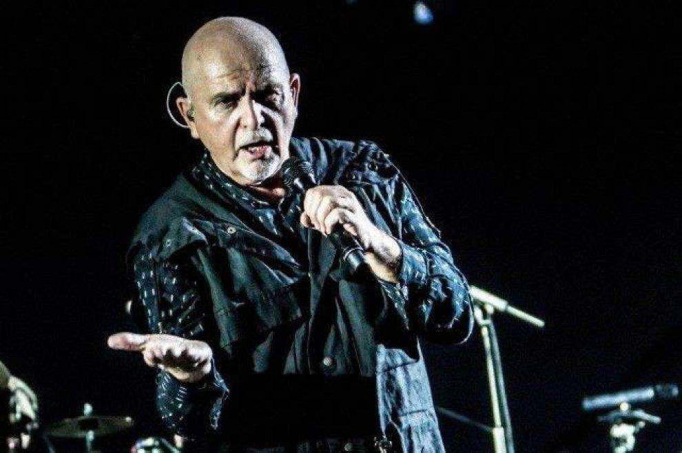 """Peter Gabriel e Sting, il tour congiunto è ufficiale: negli USA e Canada con """"The Rock Paper Scissors"""""""