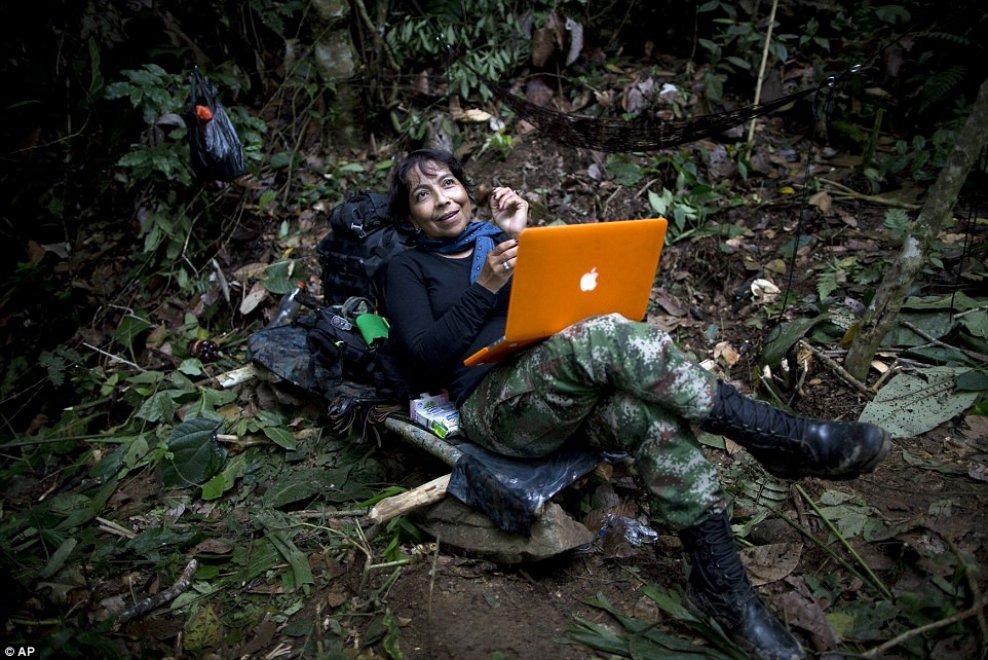 Colombia, ribelli mai visti: per la prima volta nel campo segreto delle Farc