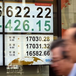 Crollano le Borse asiatiche, Milano affonda con le banche