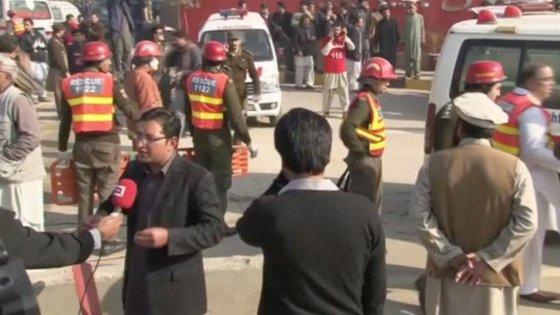 Talebani pachistani assaltano l'università di Charsadda: 21 morti tra studenti e professori