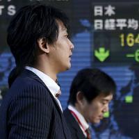 Borse, in Asia tentativo di rimbalzo ma prevale il segno meno