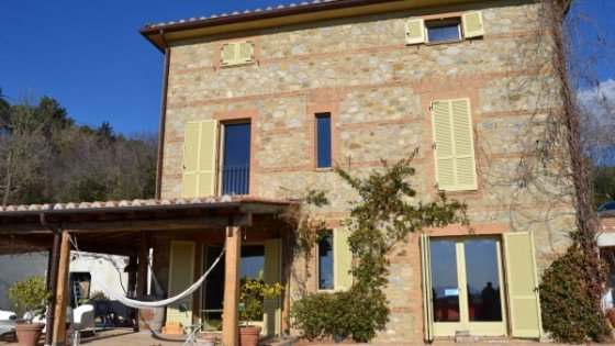 Il nuovo trend dell'immobiliare: la casa cantoniera diventa villa di lusso
