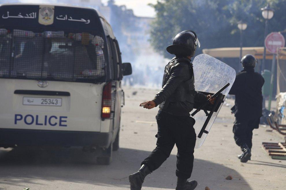 Tunisia, proteste e scontri in tutto il Paese