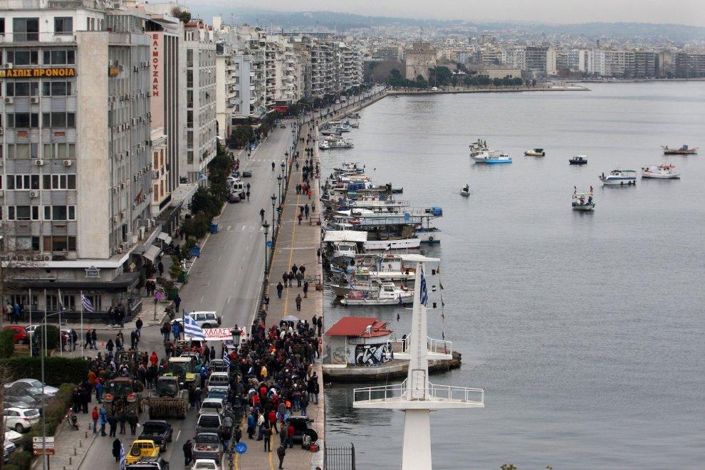 I trattori bloccano la Grecia: in marcia contro la riforma delle pensioni