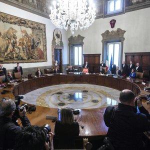 """Renzi: """"Banche solide, la turbolenza è un'opportunità"""""""