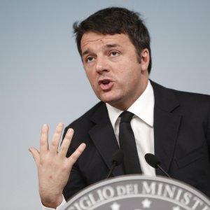 """Decreti P.A, Renzi: """"Puntiamo su scuola di qualità"""". Furbetti del cartellino via in 48 ore"""