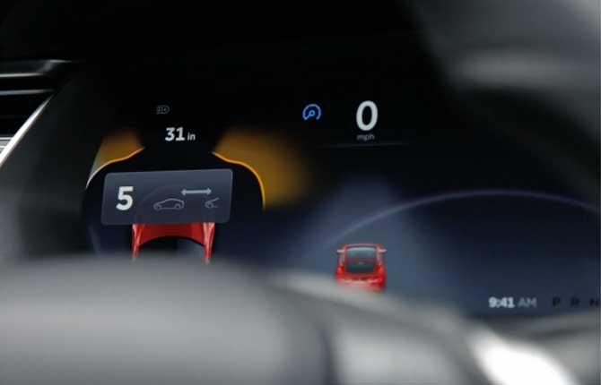 Tesla, prove tecniche di guida autonoma