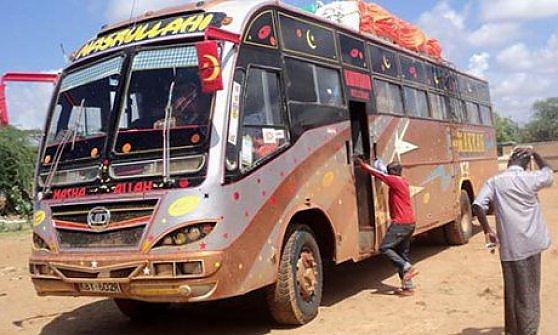 """Kenya, muore insegnante musulmano. Salvò cristiani da al-Shabaab: """"O ci uccidete tutti o nessuno"""""""