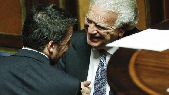 """Senato, a Verdini tre vicepresidenti di commissione. Minoranza dem insorge. Renzi: """"Non entra in maggioranza"""""""