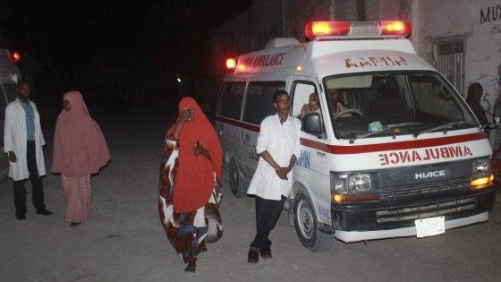 Somalia, attentato sul lungomare di Mogadiscio: almeno 20 vittime. Rivendica al-Shabaab