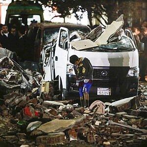 Egitto, bomba al Cairo in un covo dell'Is: dieci i morti
