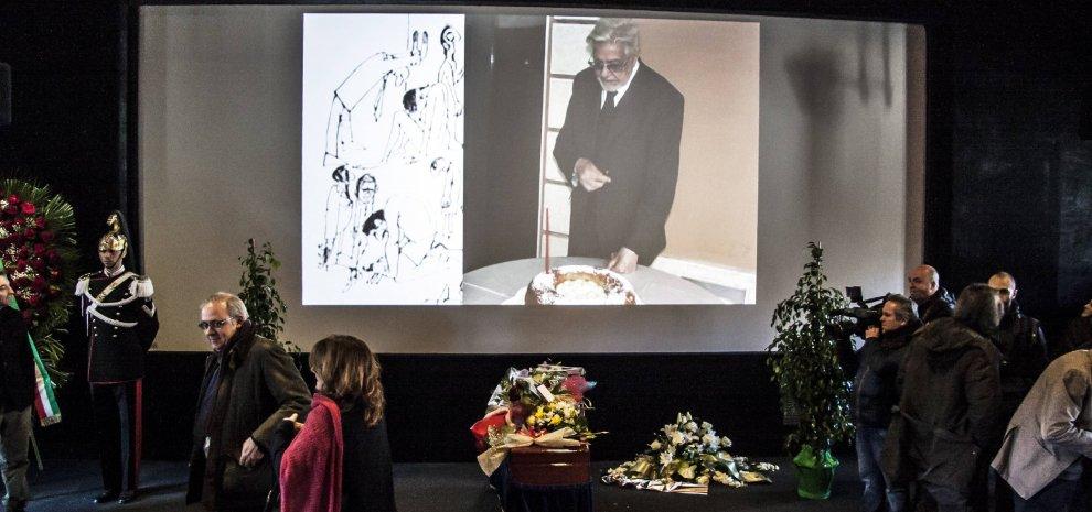 Scola, i funerali laici del maestro. Da Tornatore a Virzì, storie e ricordi