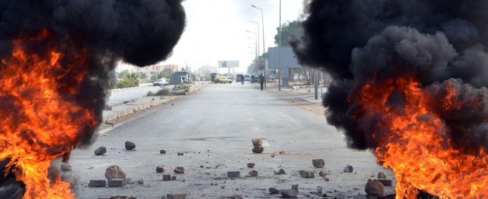 Tunisia, coprifuoco notturno in tutto il Paese