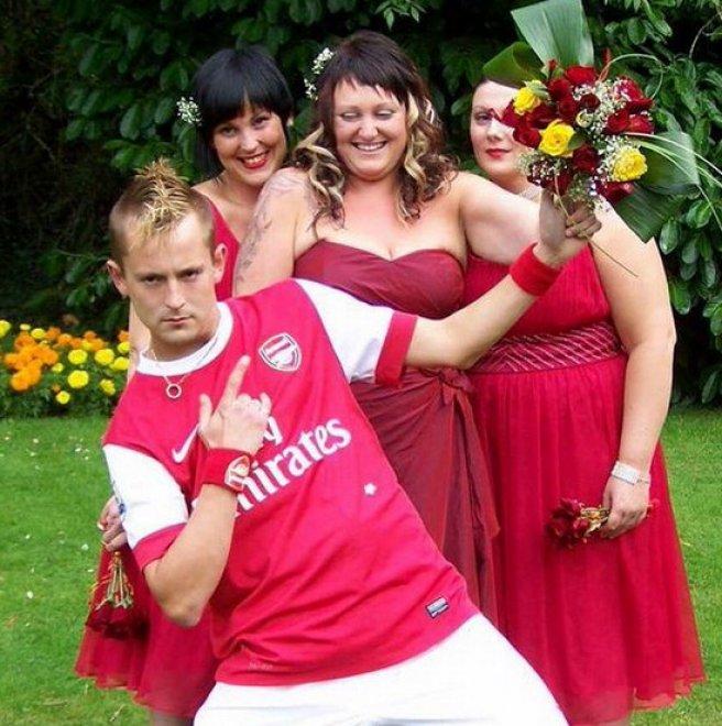 Gran Bretagna: pazzo d'amore per la sua squadra, si sposa con la divisa dell'Arsenal
