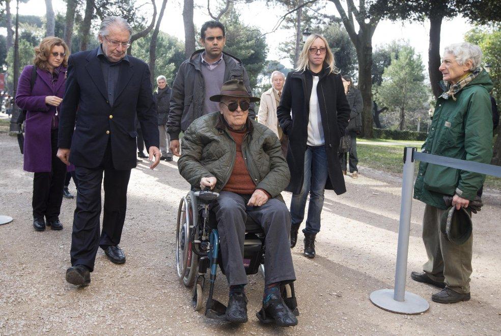Scola, da Bertolucci a Renzi, la commemorazione laica del grande regista