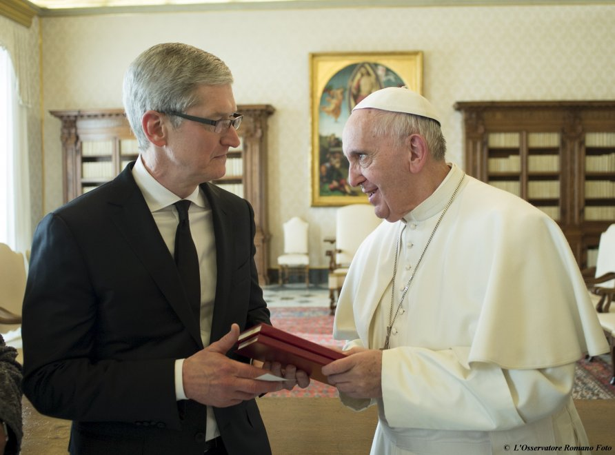 Papa Francesco e Tim Cook: udienza in Vaticano per il ceo di Apple