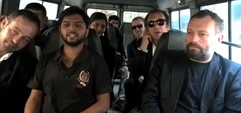 Roma - India, due esordienti al festival di Pune con 15.000 euro e un bodyguard