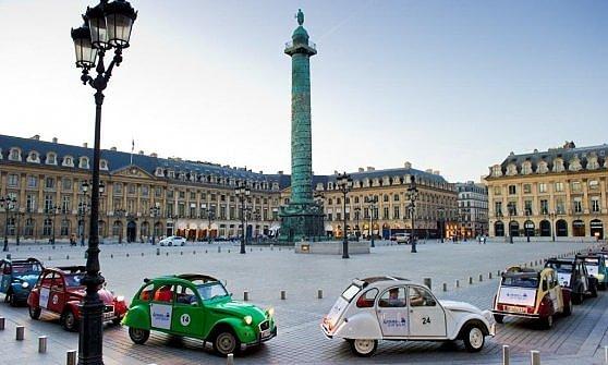 Parigi. Un itinerario con la 2CV. Elettrica
