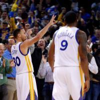 Basket, Nba: clamoroso a Cleveland, esonerato Blatt. Super Curry dà il bentornato a Kerr