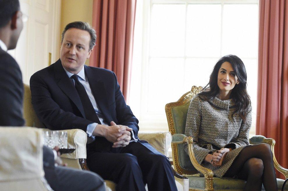 L'avvocato Amal a Downing Street, la signora Clooney incontra Cameron