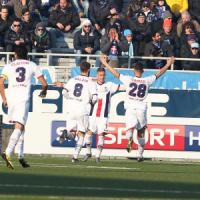 Serie B, il Crotone passa anche a Novara. Ma il Cagliari non molla