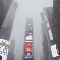 Tempesta di neve su New York: Times Square è quasi irriconoscibile