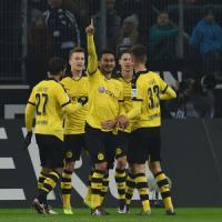 Germania, il Dortmund riparte forte e blinda il secondo posto