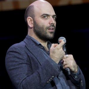 """""""Vorrei essere tuo amico"""". Gli scrittori italiani più seguiti su Facebook: oltre 2 milioni per Saviano"""