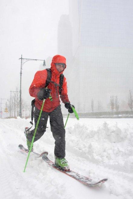 Usa, tempesta di neve: si scia sulle strade di New York e Washington