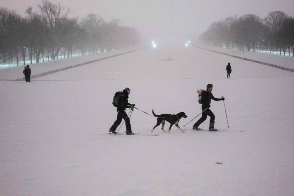 Usa, costa est paralizzata dalla tempesta. New e Washington chiuse per neve