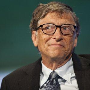 """Bill Gates, sotto accusa la sua fondazione: """"Condiziona pericolosamente le scelte di aiuto"""""""