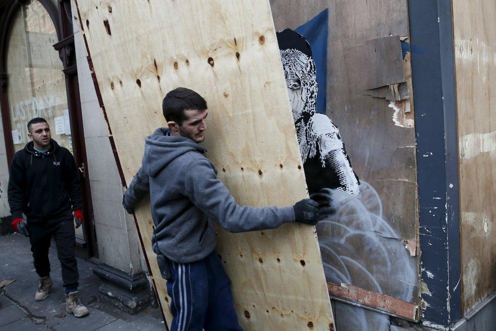Londra, il nuovo murale di Banksy sulla ''Jungle'' di Calais