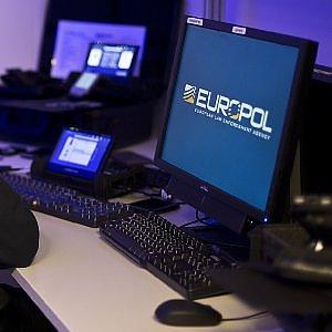 """Allarme Europol, Is prepara """"attacchi su vasta scala"""" in Europa. Francia nel mirino"""