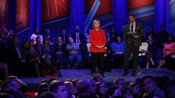 Presidenziali Usa: Hillary-Sanders, ultimo confronto in vista delle primarie. La Clinton all'attacco