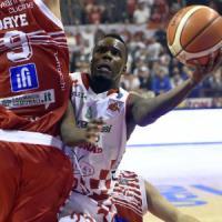 Basket: Pesaro battuta in rimonta, Pistoia resta in scia di Milano